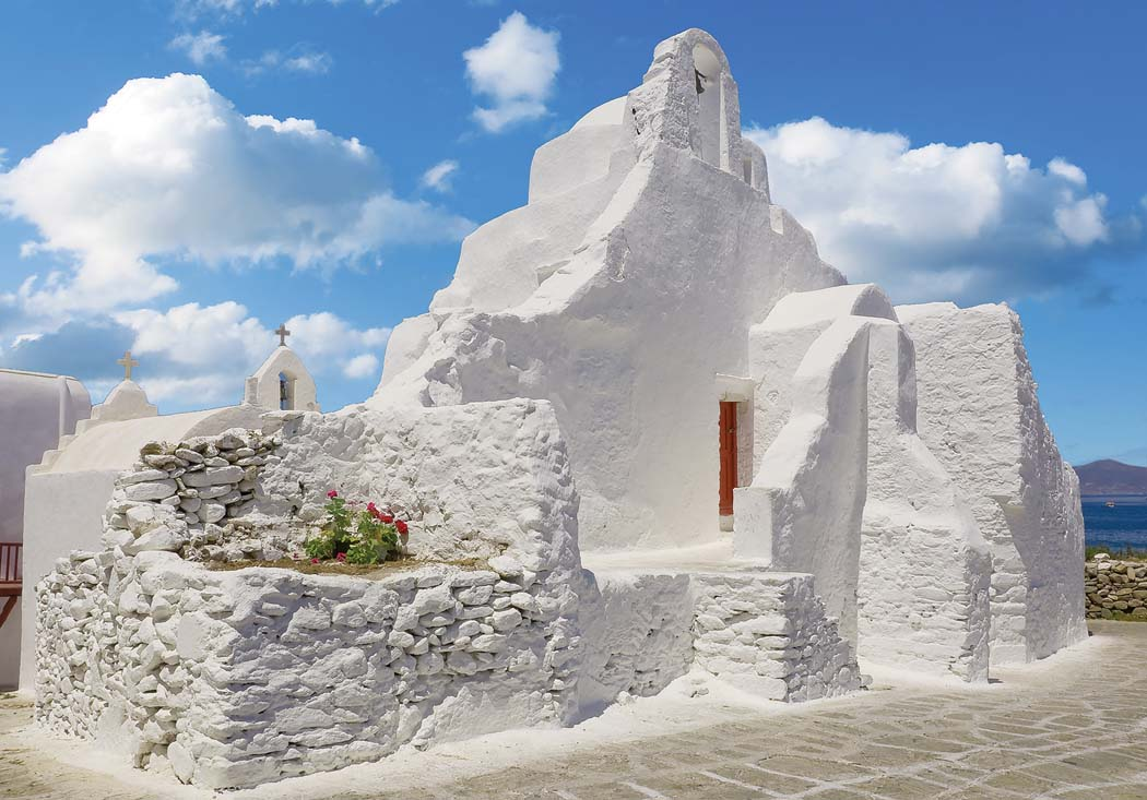 TANGO_online_mykonos-traditional-whitewashed-buildings-architecture