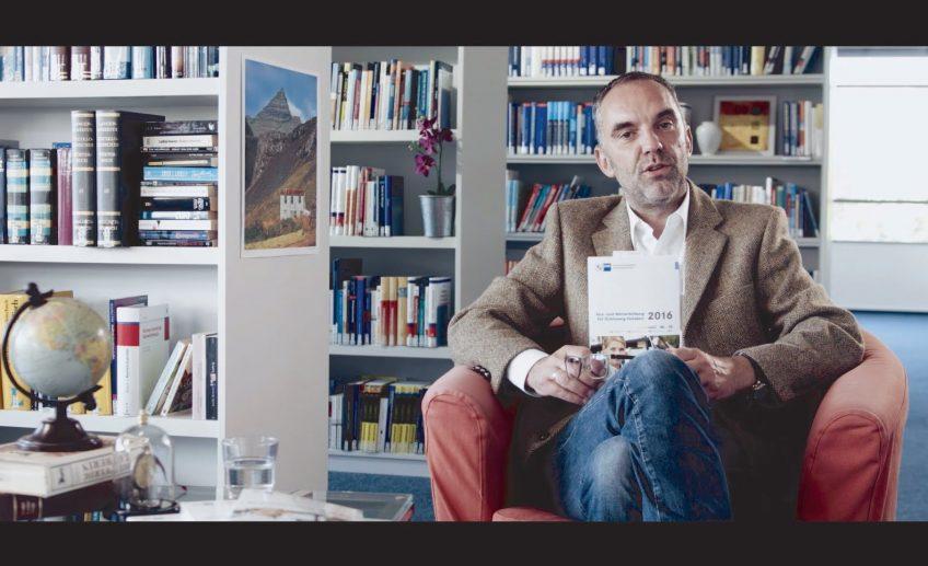 """""""Hubers Welt"""" – Buchbesprechung der besonderen Art"""