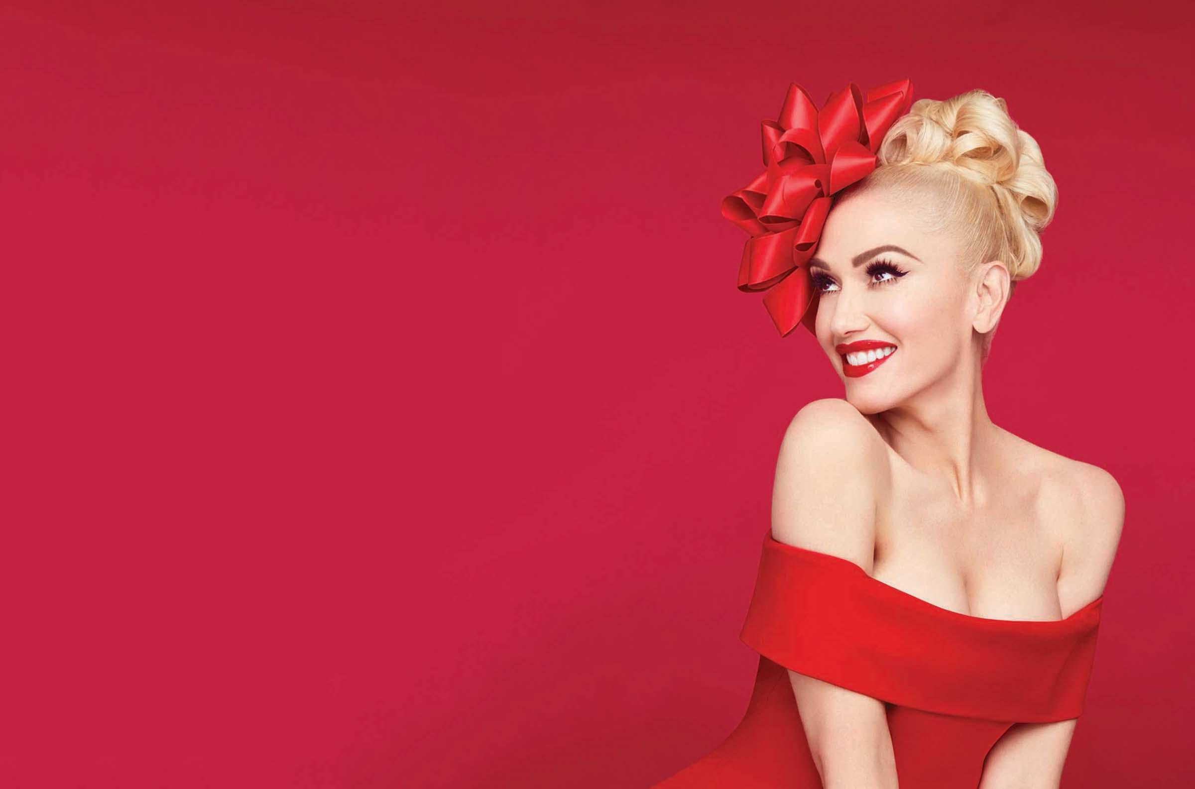 "Gwen Stefani - ""You make it feel like Christmas"""